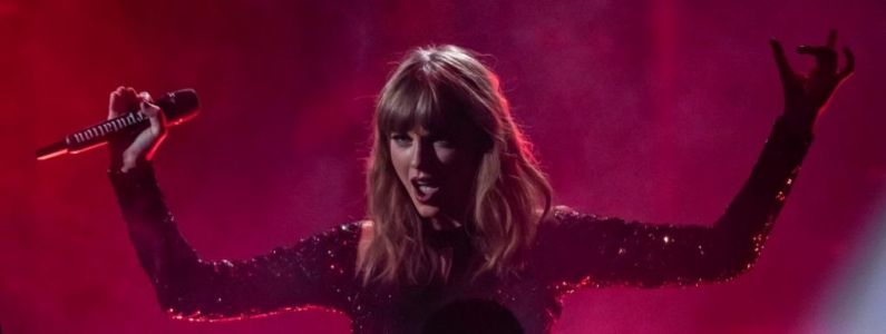 Taylor Swift, Twenty One Pilots, Cardi B. les performances explosives des American Music Awards 2018